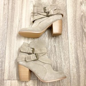 New Mossimo Sz 7 Olive Green Suede Heeled Booties